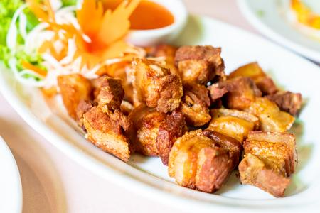 Poitrine de porc frite au sel