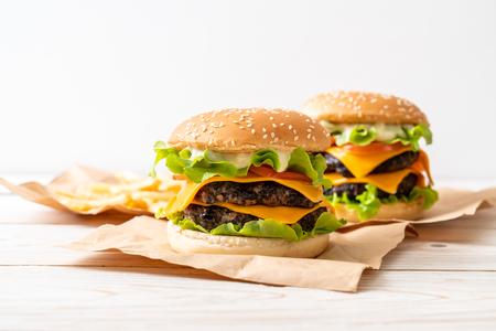 sabrosa hamburguesa casera y fresca con queso
