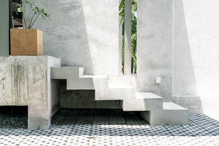Paso de escalera de hormigón abstracto para decoración
