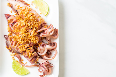 fried squid with garlic - seafood style Imagens - 122630557