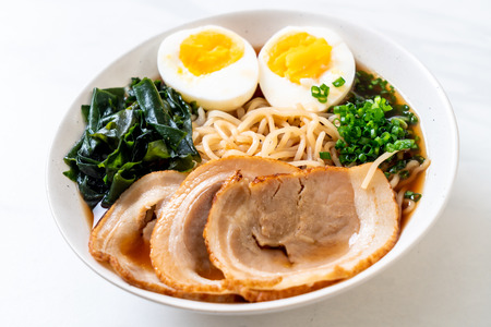 Shoyu ramen noodle with pork and egg - Japanese food style Imagens