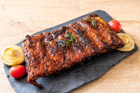 grilled and barbecue ribs pork Imagens