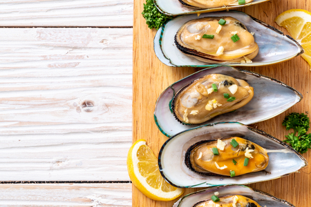 seafood mussels with lemon and garlic