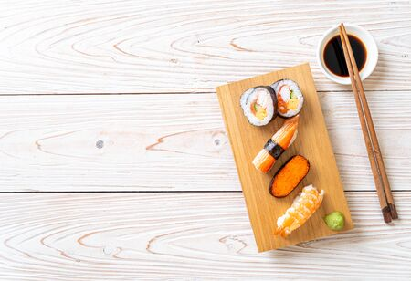 mix sushi set - Japanese food style Фото со стока