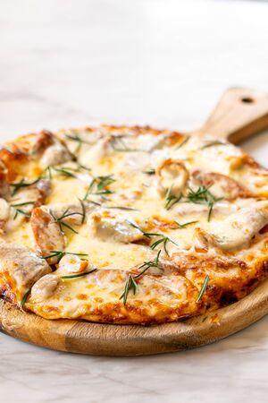 Italian sausage pizza - Italian food style Reklamní fotografie - 124888823