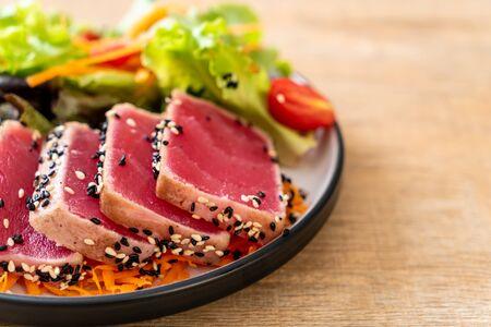 fresh tuna raw with vegetable salad - healthy food Stok Fotoğraf