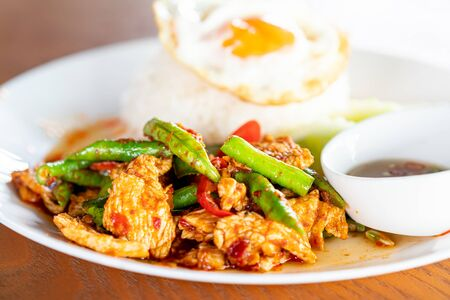 Stir Fried Pork in Red Curry Paste with Rice and Fried Egg - Local Asian Food 免版税图像