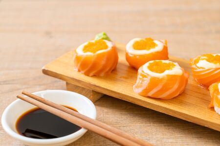 fresh salmon sushi roll with mayonnaise and shrimp egg - Japanese food style 写真素材 - 127183364