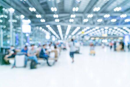 Abstrakte Unschärfe und defokussiertes Interieur des Flughafenterminals für den Hintergrund Standard-Bild