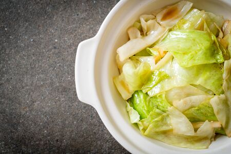 Stir-Fried Cabbage with Fish Sauce - Asian food style Foto de archivo - 129253169