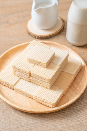 milk wafer with milk cream Imagens