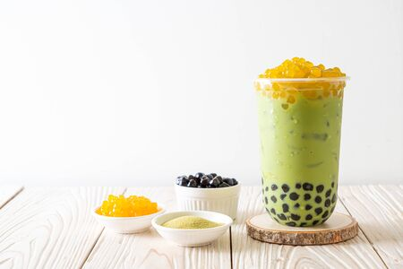 matcha green tea latte with bubble and honey bubbles Imagens