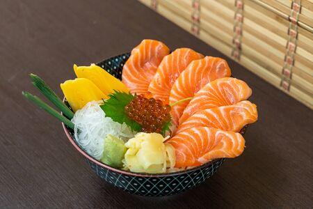 fresh salmon on topped rice bowl (donburi) - Japanese food style Stockfoto