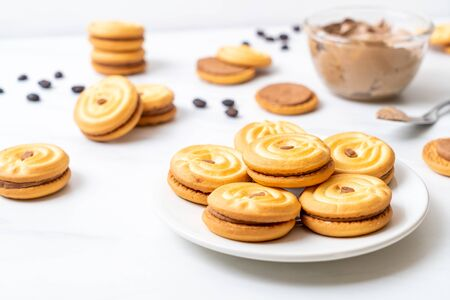 sandwich cookies with coffee cream Imagens