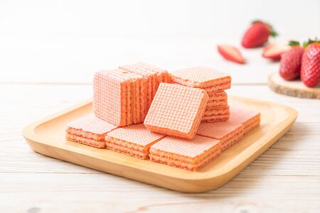 wafer with strawberry cream  flavour Imagens