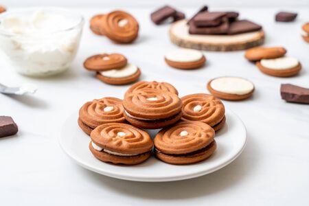 chocolate cookies with milk cream Imagens
