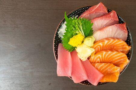 fresh salmon, tuna and hamachi on topped rice bowl (donburi) - Japanese food style Stockfoto