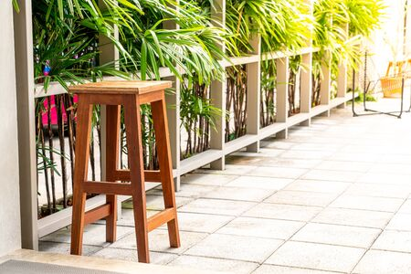 empty wood chair with tree background Stockfoto