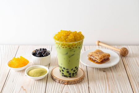 matcha green tea latte with bubble and honey bubbles Stockfoto