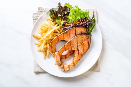 double grilled salmon steak fillet with french fries 免版税图像