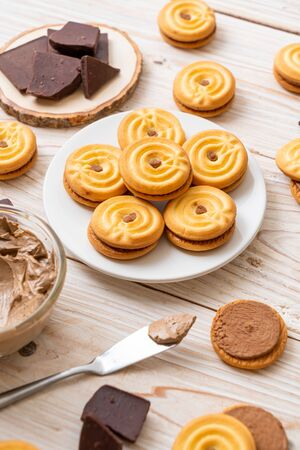sandwich cookies with chocolate cream