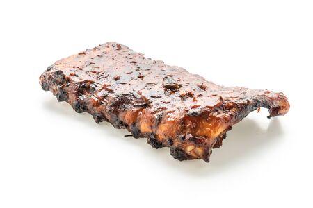 Côtes de porc grillées et barbecue isolé sur fond blanc Banque d'images
