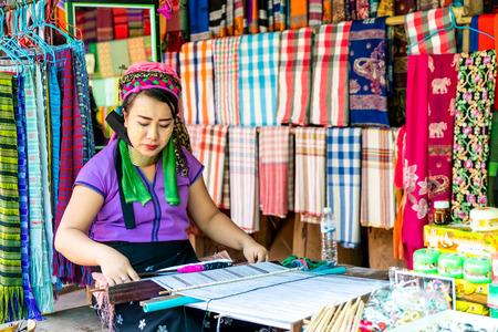 MAE HONG SON, THAILAND - FEBRUARY 6, 2019 : Northern thailand tribe villages or Karen Long Neck Village in Thailand Редакционное