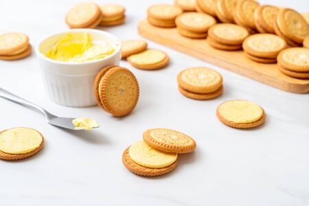 cookies with butter vanilla cream