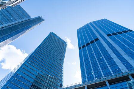 Windows of Skyscraper Business Office with blue sky and clouds Zdjęcie Seryjne