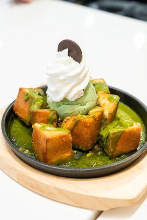 bread toast with matcha green tea ice-cream and whipped cream Stockfoto