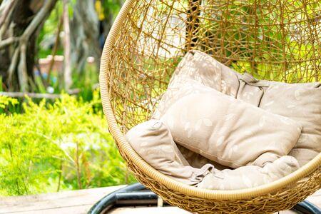 Balançoire en osier de patio extérieur avec oreillers