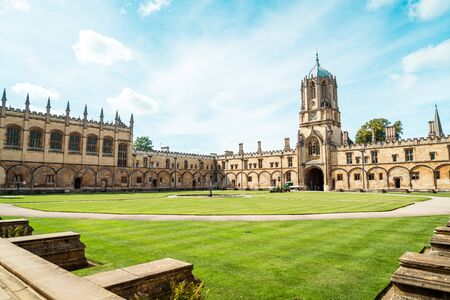Beautiful Architecture Tom Tower of Christ Church at Oxford University in Oxford , United Kingdom 版權商用圖片 - 132360280