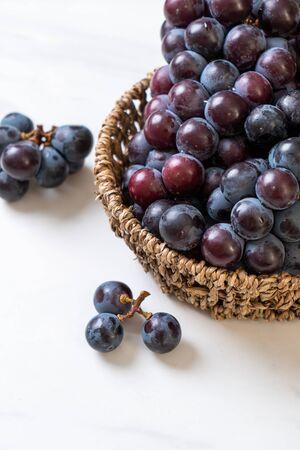 fresh black grapes in basket Reklamní fotografie