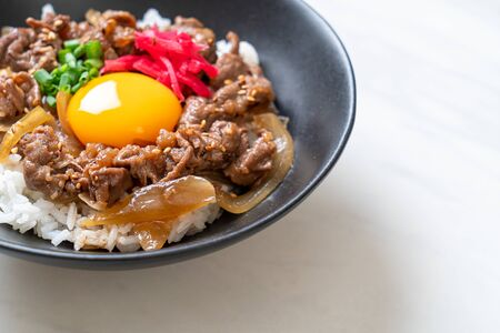 beef sliced on topped rice with egg (GYUDON) - Japanese food style Foto de archivo - 135502660