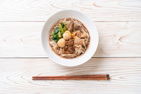 Rice noodle soup with Stewed pork - Asian food style Foto de archivo - 135502676