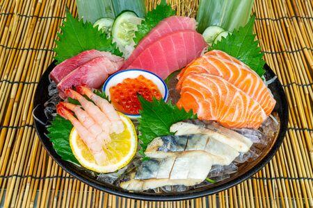 fresh salmon tuna and hamachi raw sashimi - Japanese food style Foto de archivo - 135502758