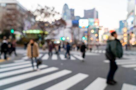 Desenfoque abstracto calle comercial en Shinjuku en Tokio, Japón para el fondo