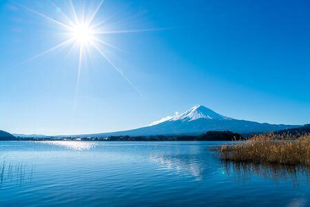 beautiful Fuji Mountain with Kawaguchiko Lake and blue sky in Japan 版權商用圖片