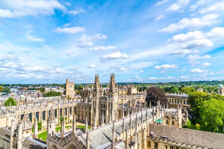 High angle view of High Street of Oxford City, United Kingdom. 版權商用圖片 - 138239513