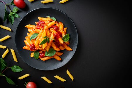 Penne al sugo di pomodoro - Italian food style Archivio Fotografico