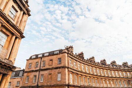 The Circus - gli iconici edifici di architettura in stile britannico. La storica strada di grandi case a schiera nella città di Bath, Regno Unito.