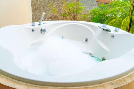 Jacuzzi bath tub decoration on balcony Редакционное