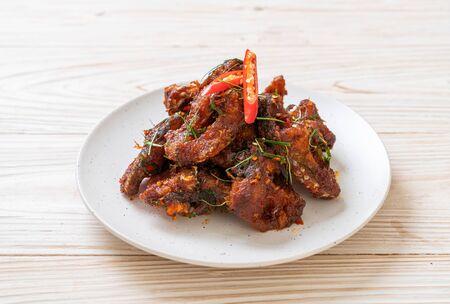 Poisson-chat sauté avec pâte de chili - style de cuisine asiatique