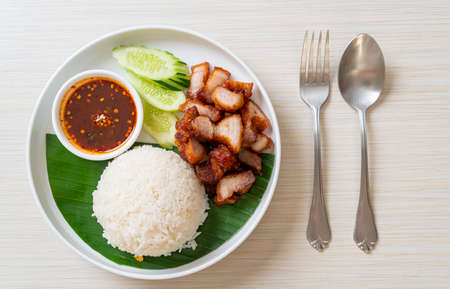 fried belly pork with rice with spicy sauce in Asian style Banque d'images