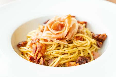 spaghetti with chilli, olive oil and prosciutto bacon - Italian food style Standard-Bild