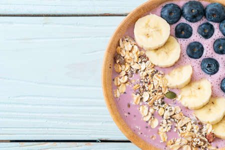 yogurt or yoghurt smoothie bowl with blue berry, banana and granola - Healthy food style Archivio Fotografico