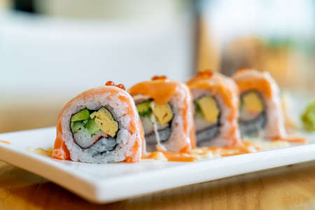 salmon roll sushi with sauce on top - Japanese food style 스톡 콘텐츠
