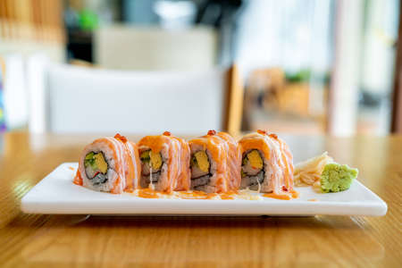 salmon roll sushi with sauce on top - Japanese food style Imagens