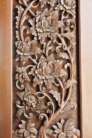 Talla de ventana del templo de madera