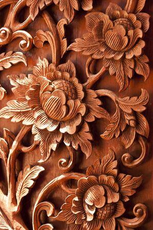 Talla de madera de flor